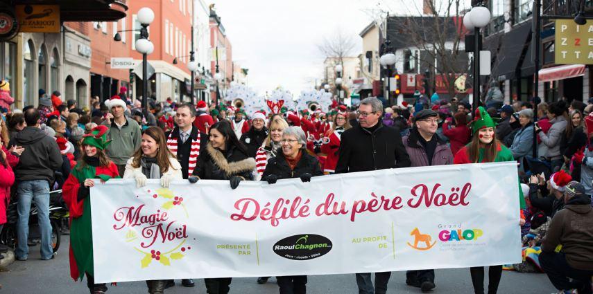 Photo de l'ouverture du défilé du père Noël du 12 décembre 2015 à Saint-Hyacinthe. Photo par Patrick Roger, photographe